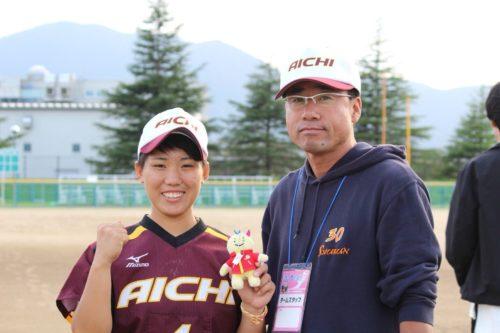 いながき れいな選手と修文女子高等学校顧問の寺田先生の写真